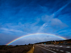 El arco de Astorga (Anxo Becerra) Tags: naturaleza arcoiris angel carretera cielo astorga castillaylen cieloazul carreteranacional angelbecerra angelbecerragende anxobecerra