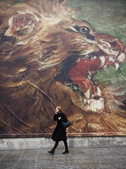 Into the Lion's Den (Feldore) Tags: street england woman london walking poster square candid lion picture trafalgar olympus exhibition huge mchugh snarling snarl em1 hording 1240mm feldore