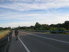 Alan auf der Strae aus Aldea del Cano heraus (pilgerbilder) Tags: pilgern pilgerfahrt pilgertagebuch vadellaplata aldeadelcanocceres