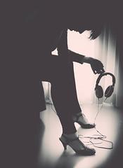 2/52 : Dancing with tears in my eyes - Ultravox (susivinh) Tags: blackandwhite music monochrome sad down triste música ultravox 52weeks fadetogrey headhphones week22016
