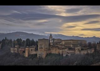 Amaneciendo sobre la Alhambra, Granada.