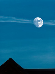 Approaching Full Moon (Jomak1) Tags: eve blue winter sky cloud moon house snow london silhouette night early wolf afternoon january full craters clear hunger lunar approaching nearly putney 2016 jomak1