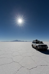 Salar d'Uyuni jour et nuit 15 (__Alex___) Tags: voyage blue light sun white nature car canon landscape volcano view desert wine wide bolivia flare 5d paysage salar uyuni volcan bolivie mkiii 1635mm tunupa 1635f4is