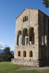 Santa María del Naranco (Sara Albo) Tags: iglesia asturias unesco oviedo ix naranco santamaríadelnaranco patrimoniomundialdelahumanidad ramirense prerrománico arteasturiano aularegia