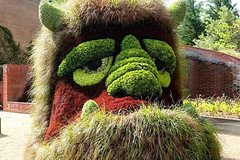 Giant Sculptures Made of Plants and Flowers 12