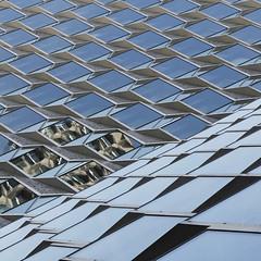 - Mirabeau - (Jacqueline ter Haar) Tags: windows paris reflection la tour shapes structures explore riflessi parijs mirabeau