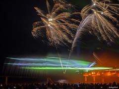Feuerwerk und Laser (Gerhard Busch) Tags: nacht brcke lasershow ostsee feuerwerk zingst wettbewerb elemente lichtertanz brcke