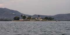 Lake Pichola - Udaipur (jeglikerikkefisk) Tags: cloud india cloudy indien rajasthan udaipur dunst wolkig lakepichola
