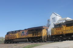 53248 (richiekennedy56) Tags: usa unitedstates kansas unionpacific perry sd70m es44ac up4201 railphotos jeffersoncountyks up7370