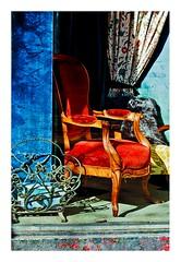 le fauteuil rouge (Marie Hacene) Tags: paris france rouge bleu boutique iledefrance vitrine fauteuil