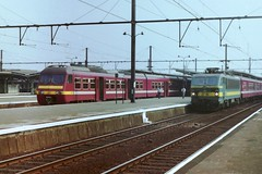 NMBS 407 and 2736 at Brugge (Twydallaer) Tags: brugge 407 nmbs 2736