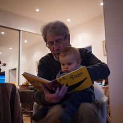 Si le loup y tait (Dahrth) Tags: baby reading grandfather lecture bb grandpre gf1 panasoniclumixgf1 lumix20mm 20mmpancake gf120 philippejalbert