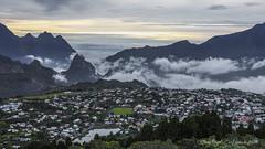 La roche merveilleuse vue sur Cilaos (C'est dans la boite 974) Tags: sunset montagne sigma ile 1750 nuage runion merrill cilaos sd1 974