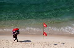 Vendedor de biquinis (Fabio Sola Penna) Tags: praia beach rio de vendedor janeiro bikini da barra seller tijuca
