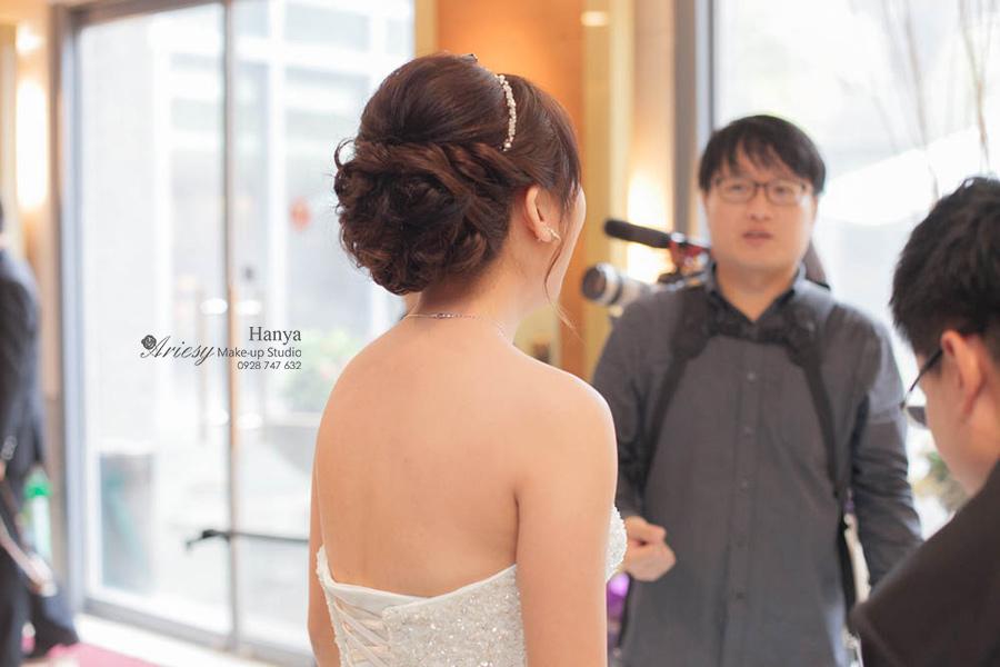 愛瑞思造型團隊,新秘Hanya,新娘秘書,大青蛙攝影團隊,攝影師克偉,Dream婚紗工坊,短髮新娘,鮮花造型,新秘推薦