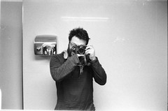 [il maniaco dei bagni] al ristorante Wu Tayio (Urca) Tags: blackandwhite bw selfportrait analog self 35mm nikon milano bn autoritratto biancoenero nikonfe2 2015 analogico ilmaniacodeibagni nikonfe201603220024