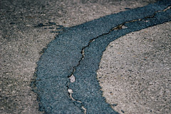 Asfalt (MJ Klaver) Tags: asphalt 135mm sonnar bitchesbrew czj carlzeissjena primelens oldlens ausjena manualfocuslens carlzeissjenasonnar135mmf35 ddrlens carlzeissjenasonnar135mmf35mcred