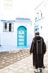 Wich way? (Pamela Sia) Tags: travel blue colors streetphotography morocco overexposed chaouen chefchaouen arquitecture travelphotography