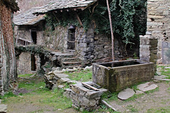 Val d'Aosta - le traverse di Arnad, qui il tempo si e' fermato (mariagraziaschiapparelli) Tags: primavera valdaosta escursionismo camminata arnad allegrisinasceosidiventa traversediarnad