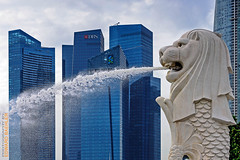 Singapore (Edi Bhler) Tags: sky building fountain clouds springbrunnen himmel wolken skulptur structure highrise bauwerk gebude hochhaus 28300mmf3556 nikond800 brunnenanlage