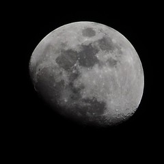 4 days before Full Moon (michaelguse) Tags: sky moon night iso200 dslr f13 270mm 1320s