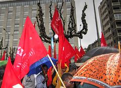 Torino2016_IMG_1439 copia (stegdino) Tags: red rain umbrella torino flag rosso pioggia ombrello bandiera manifestazione primomaggio