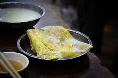 Breakfast #2 Pan Fried Eggs Cake - Hangzhou, China (, ) (dlau Photography) Tags: life china city trip travel vacation urban food cake breakfast table restaurant dish traditional lifestyle style indoor tourist delicious snack meal eggs hangzhou pan local   simple  visitor fried soe         crusine