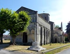 Biron - Saint-Eutrope / Notre-Dame (Martin M. Miles) Tags: france 17 biron saintonge charentemaritime poitoucharentes sainteutrope sainteutropiusofsaintes calvariecross