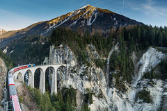 Landwasser Viaduct, Graubünden (peace-on-earth.org) Tags: world bridge heritage train geotagged switzerland rail railway tunnel unesco viaduct che landwasser rhaetian landwasserviadukt filisur peaceonearthorg kantongraubünden schmittenalbula geo:lat=4668068000 geo:lon=967352833