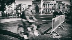 Curri, curri ... (Angelo Trapani) Tags: people teatro strada gente bici piazza palermo corsa fretta politeama