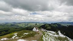 Kronberg (hellebaud) Tags: alps berg outdoor wolke wolken grn alpen landschaft kapelle hgel weitblick