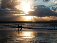 (Liseo) Tags: sunset sea sky reflection clouds surf australia reflet nsw byronbay australie 2015