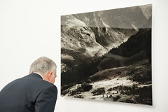 Peter Schlr - Light Fall- Ausstellungserffnung bei Arte Giani-bw_20160302_2695.jpg (Barbara Walzer) Tags: ausstellung kunstausstellung lightfall peterschlr 020316 artegiani