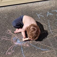 Street chalk (Eduardo Jubis) Tags: boy playing availablelight funinthesun kidsplay streetchalk blondboy fujix naturallightportrait creativekid kidsoutdoors artistickid fujixt1