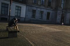 Stadhuisplein, Utrecht (Pim Geerts) Tags: street man color utrecht gr ricoh joint oudegracht bankje kleur straatfotografie stadhuisbrug photoghraphy pg062785