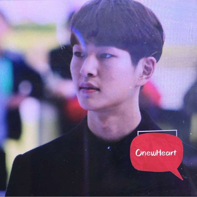 160328 Onew @ '23rd East Billboard Music Awards' 25832086080_c45ac6745d_z