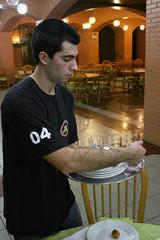 BF_Trabalho_20093003_AN_08 (brasildagente) Tags: alunos homens pratos garons cursosdecapacitao cursosdegaron