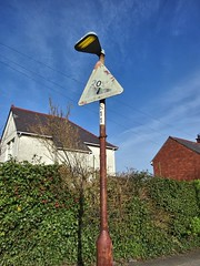 Road Gradient Sign 'S11' (Leeber) Tags: lamp sign rusty lamppost barry gradient