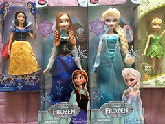 Shopping at the Disney store. (SpiceboySweden) Tags: anna classic frozen store frost dolls singing princess bell disney 17 16 snowwhite elsa tinker flutterwings