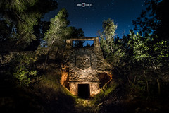 El templo minero (PacoQT) Tags: longexposure naturaleza lightpainting abandoned nature pine stairs forest fire ruins nightshot pines bosque ruinas estrellas fuego pinos nocturnas horno quarry cantera abandono castelln lightart abandonado largaexposicin minera minera navajas caliza ojosnegros vaverde pacoqt pacoquiles abandonedspain