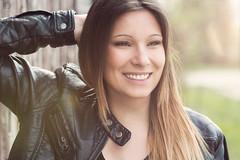JS01 (In Digo Fotografie) Tags: woman sun black girl smile leather hair outdoor jacket frau schwarz mdchen leder zhne jacke lcheln oberfranken lichtenfels indigophotography ichmagtoastbrot indigophotographybyandreaswolfram oberfrankenknipser