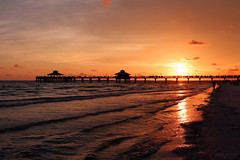 Fort Myers Beach Pier - Florida (Andrea Moscato) Tags: blue light sunset shadow red sea sky people usa seascape reflection beach nature water silhouette yellow clouds america landscape evening pier us sand tramonto nuvole mare waves view unitedstates natural dusk vivid natura shore cielo vista caribbean acqua seashore spiaggia paesaggio sabbia caraibi statiuniti andreamoscato