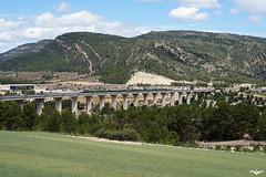 Bobinero por el Viaducto de Vallmels (lagunadani) Tags: puente arquitectura sony paisaje a7 renfe viaducto 251 bobinas camposdecultivo fontdelafiguera