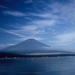 Mt, Fuji (akiharukas) Tags: mountain lake 120 6x6 japan fuji hasselblad fim planar midiumformat