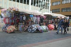 130416 109 (Jusotil_1943) Tags: gente pareja paraguas 130416
