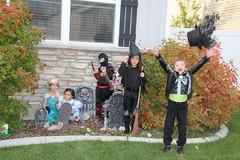 Trick or treating kids 6 (Aggiewelshes) Tags: halloween dorothy gavin october halloweencostume vivian olsen cailin jovie 2015 skeletonrocker