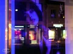 * showcase beauty (@ Chinedu Blue photography) Tags: street blue beauty night reflections nacht strasse schaufenster schnheit reflektionen showase
