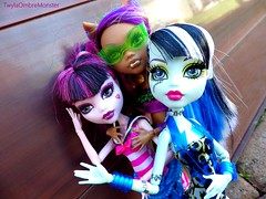 We are the best ! (twylaombremonster) Tags: monster swim skull wolf dolls line frankie shores mh dollz leyy clawdeen draculaura twylaombremonster