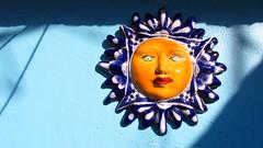 El sol. Mxico (Xic Eseyosoyese (Juan Antonio)) Tags: ceramica sol azul mxico de sombra el guanajuato naranja dando barro artesana calor yeso solazo eseyosoyese
