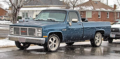 '80s GMC Pickup (Eyellgeteven) Tags: blue winter snow cold classic wet truck vintage cherry gm shiny pickup pickuptruck vehicle snowing 1980s 1500 gmc madeinusa americanmade 2wd generalmotors longbed c10 c1500 generalmotorscorporation sierraclassic eyellgeteven